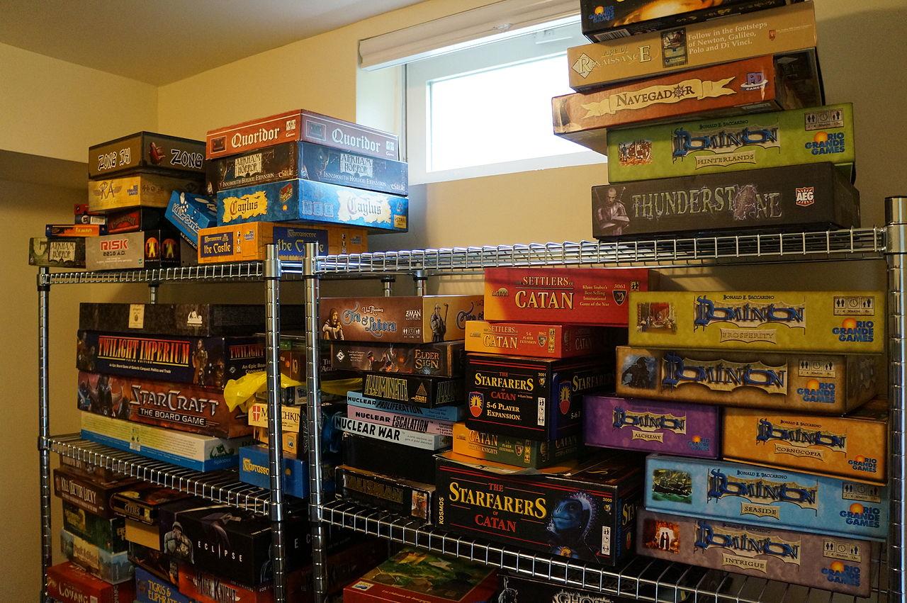 1280px-Board_Games_in_North_America_01